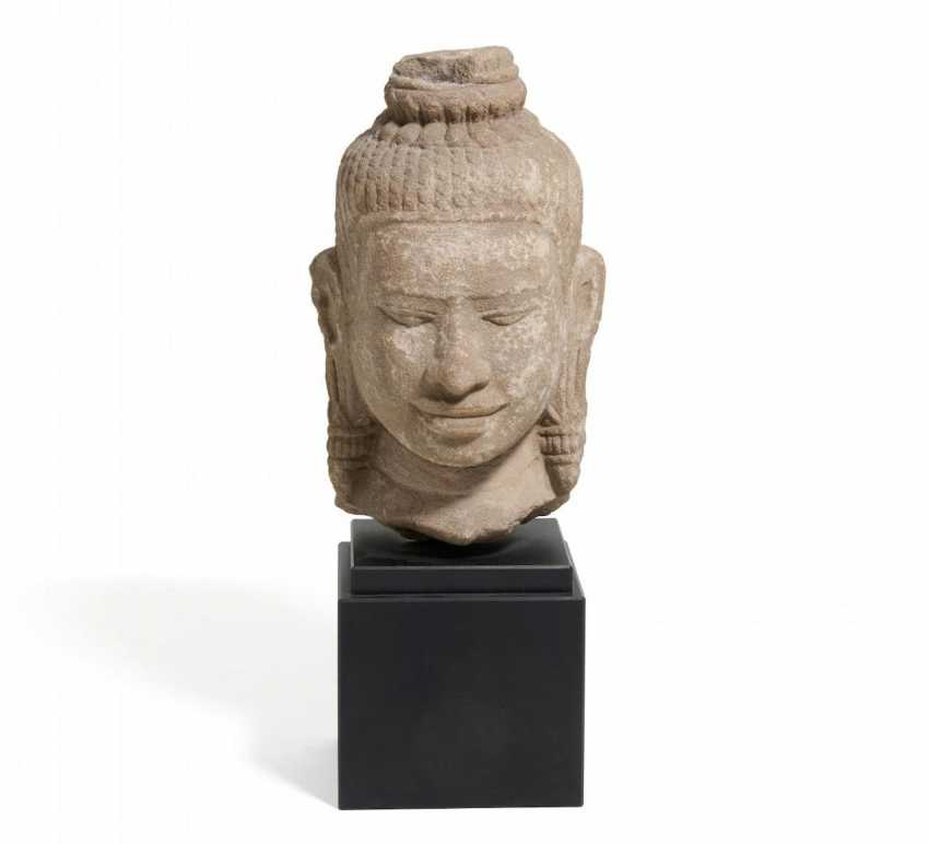 Head of a Bodhisattva with heavy earrings - photo 1