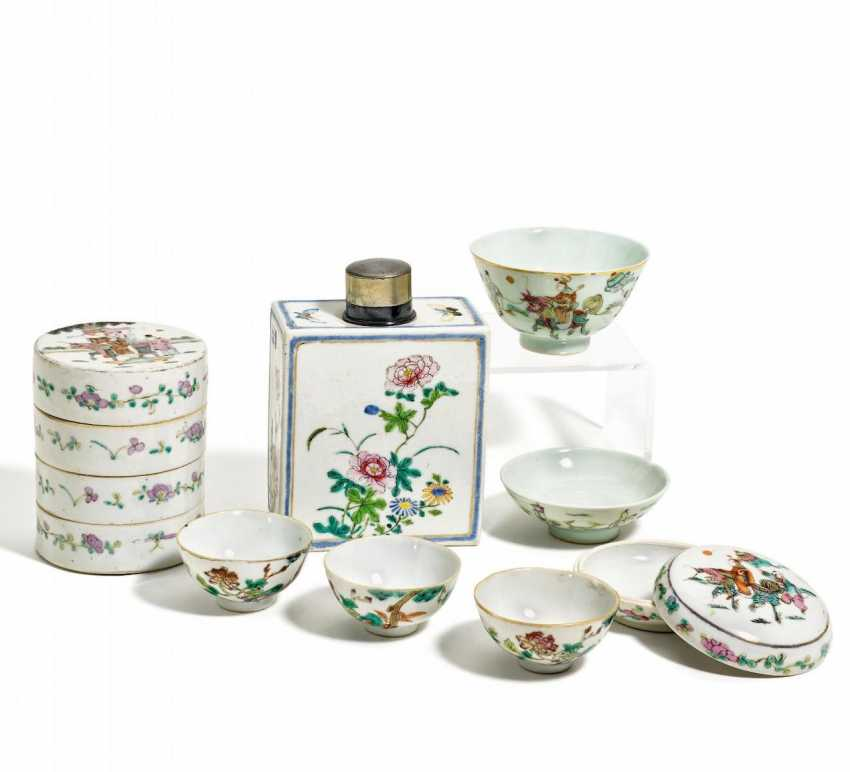 Group of seven Porcelain pieces - photo 1