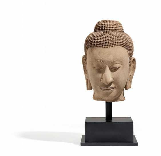 Monumental head of the Buddha - photo 1