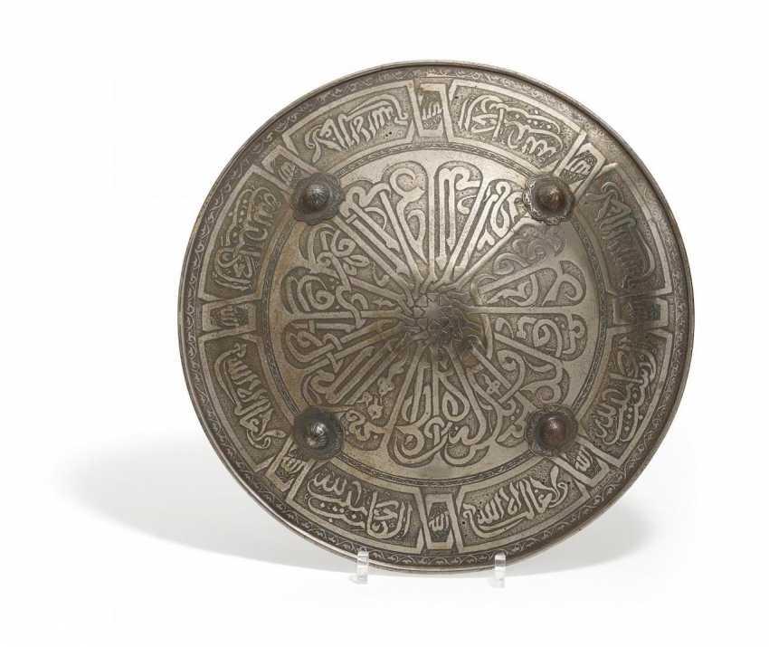 Bouclier avec la Calligraphie islamique - photo 1