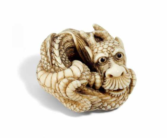 Important Netsuke of a curled-up dragon - photo 1