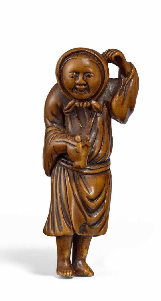 Netsuke: juggler with horse head hand puppet - photo 1