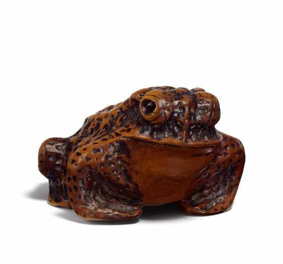 Netsuke: Crouching Toad - photo 1