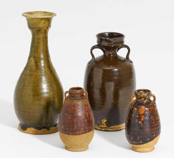 Long-neck vase and three vessels with ear handles - photo 1