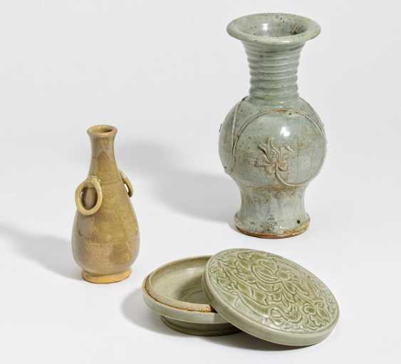 Cover jar and two vases - photo 1
