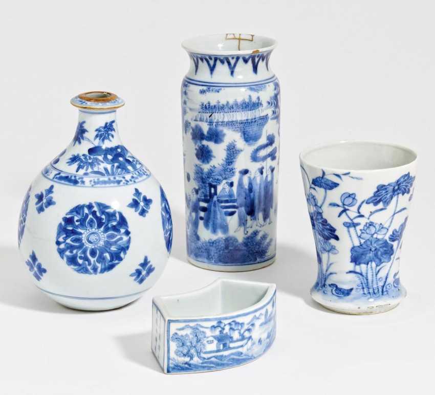 Three blue and white vases - photo 1