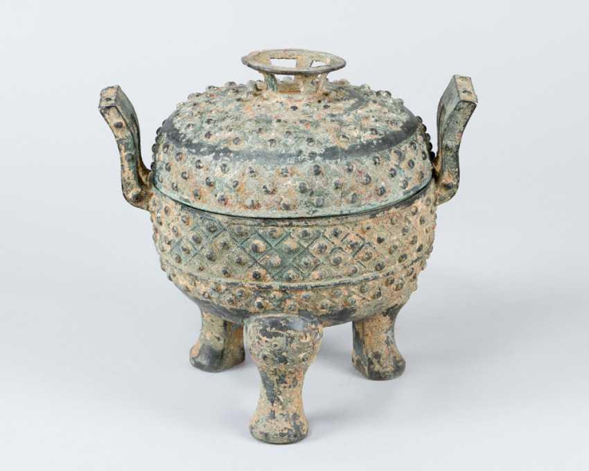 Shang Dynasty Vessel - photo 1