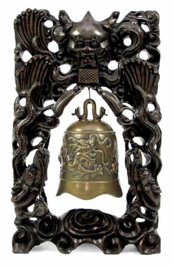 Bronze bell with dragon decoration in carved wood frame with silver deposits - photo 1