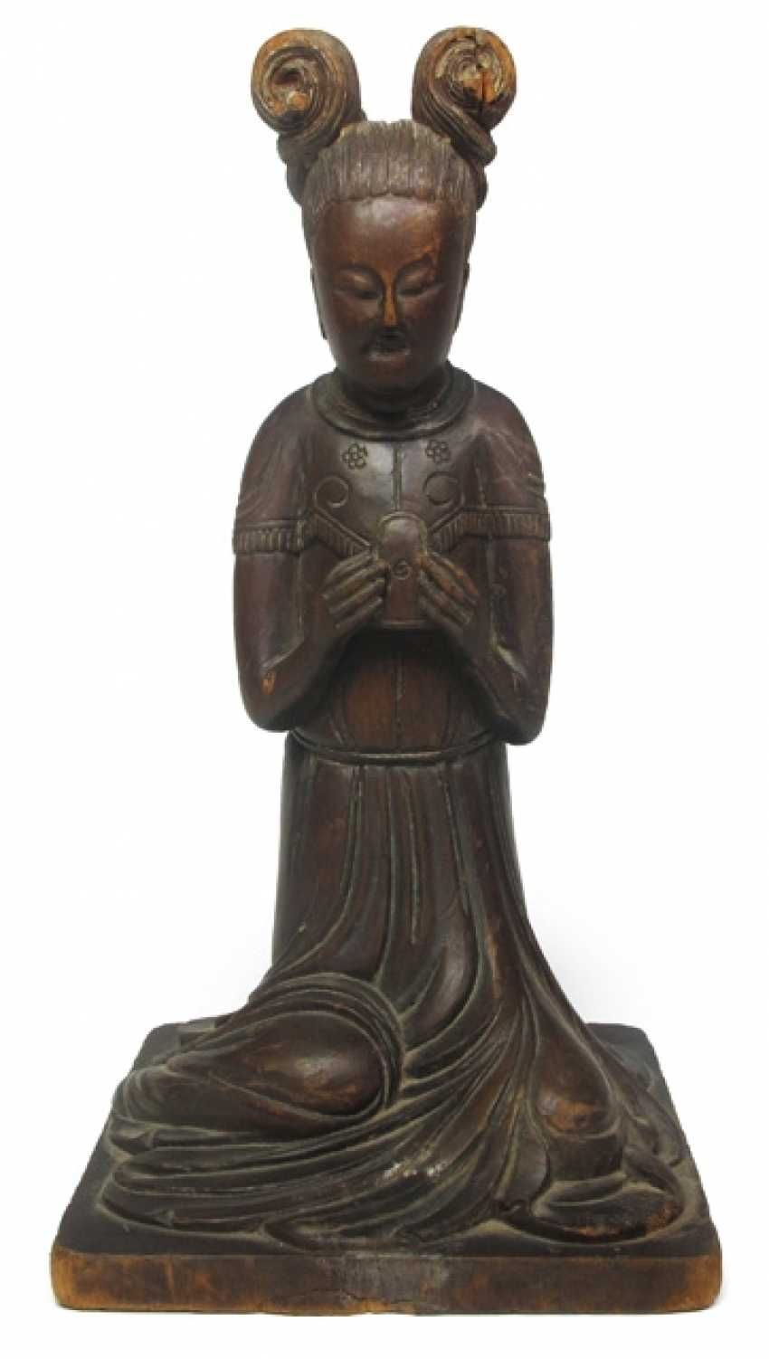 Wood figure of a kneeling lady in the Tang style