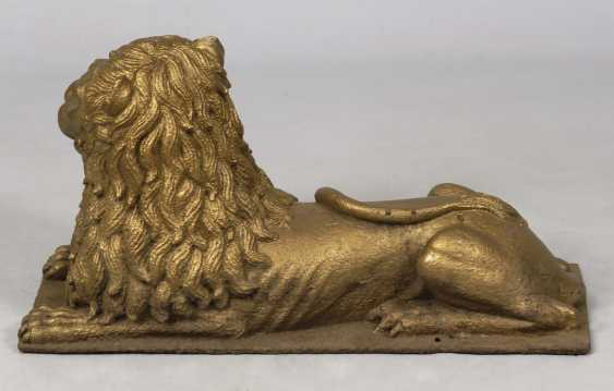 A large lion made of cast iron. - photo 3