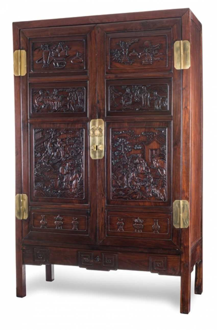 Cabinet made of Hongmu, with eight elaborate carved boxes with figure scene and Antiques
