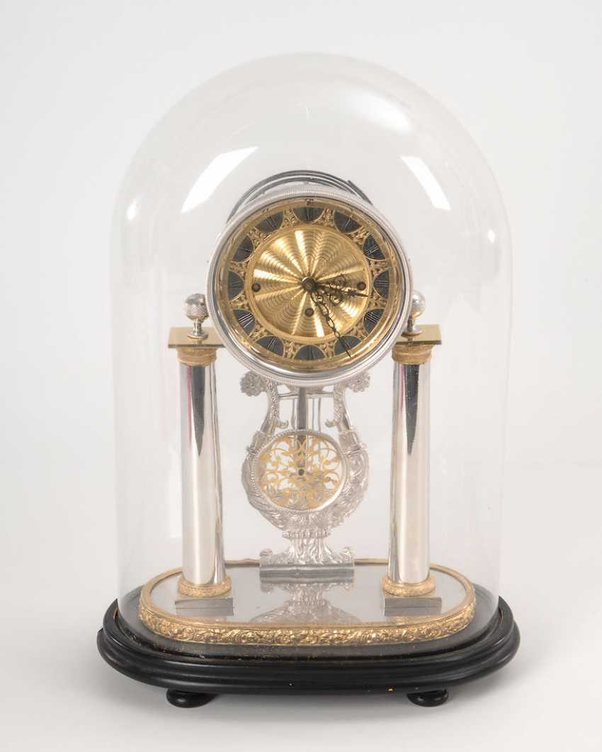 Exceptional Säulenuhr with glass dome. - photo 1