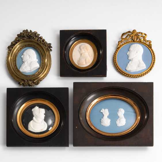 4-relief portraits, and a Dopp framed - photo 1