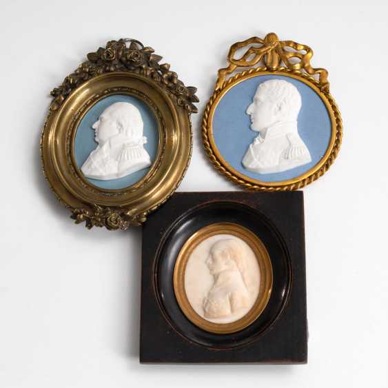 4-relief portraits, and a Dopp framed - photo 4