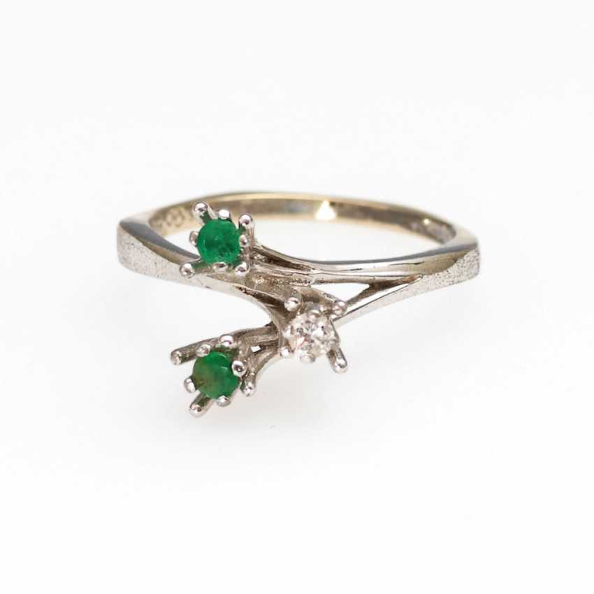 Ring with emeralds and diamonds. - photo 1