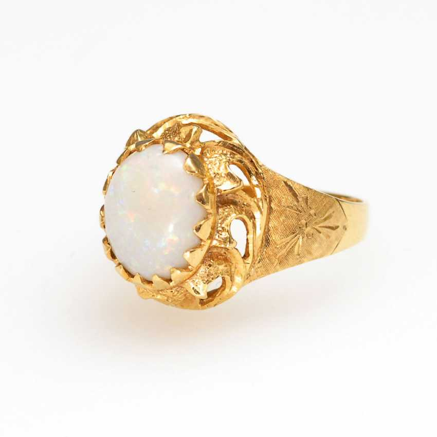 Ring with a white Opal. - photo 1