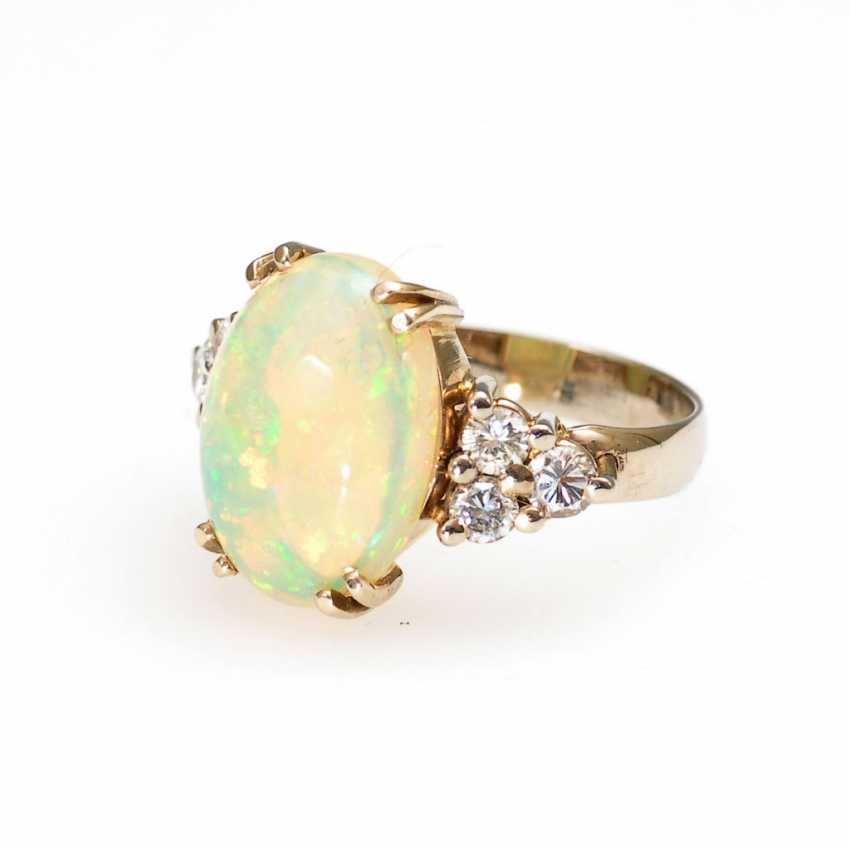 Ring with precious opal and diamonds. - photo 1