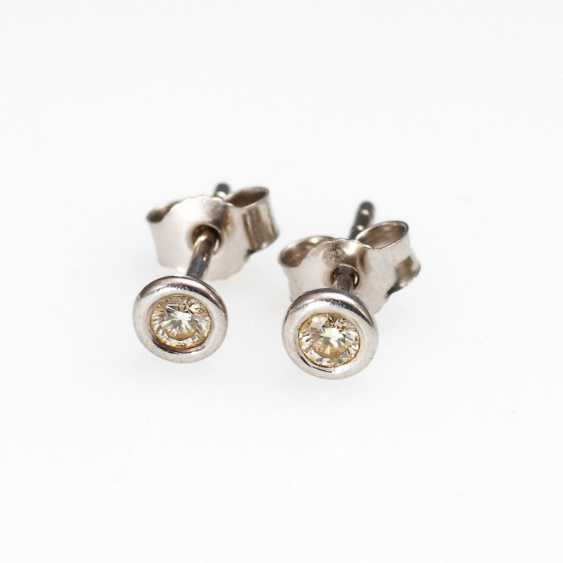 Stud earring pair with brilliant. - photo 1