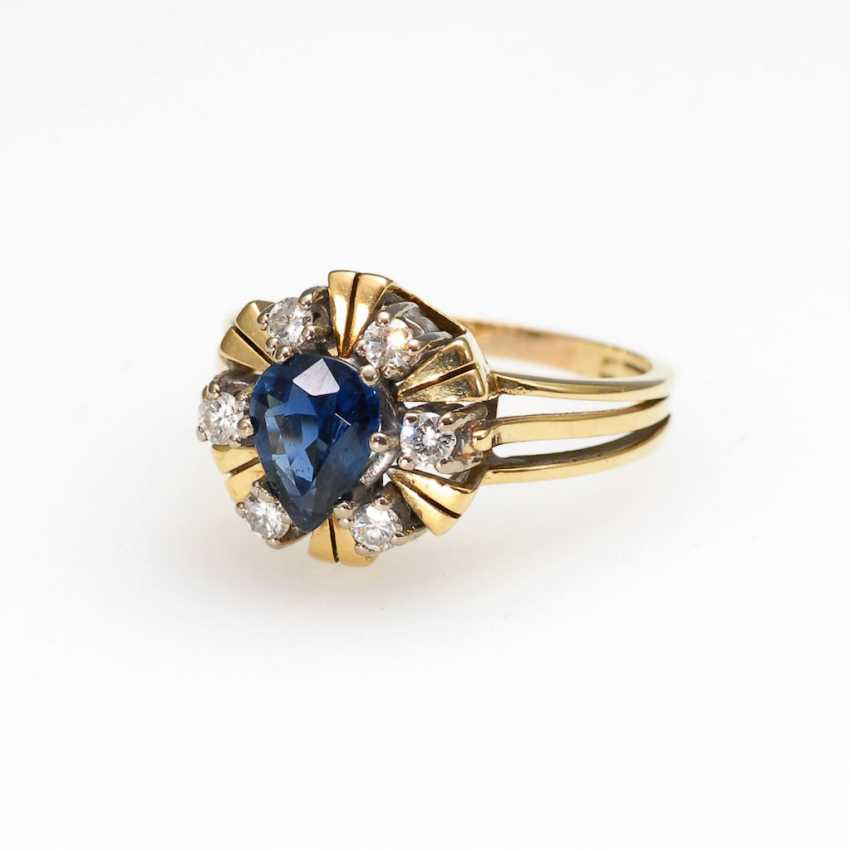 Ring with sapphire and diamonds. - photo 1