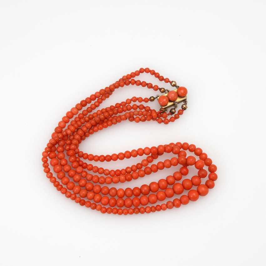 3-row coral necklace, around 1900. - photo 1