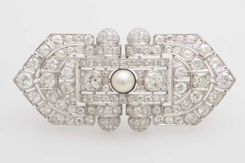 Brooch, bes. with a cultured pearl, nice luster,