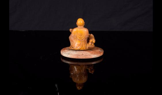 Small figurine of Luohan, soapstone beige orange - photo 4