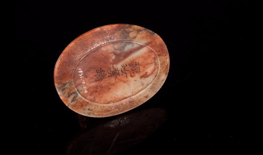 Small figurine of Luohan, soapstone beige orange - photo 5