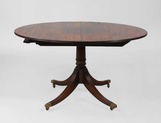 Oval English dining table. - photo 1