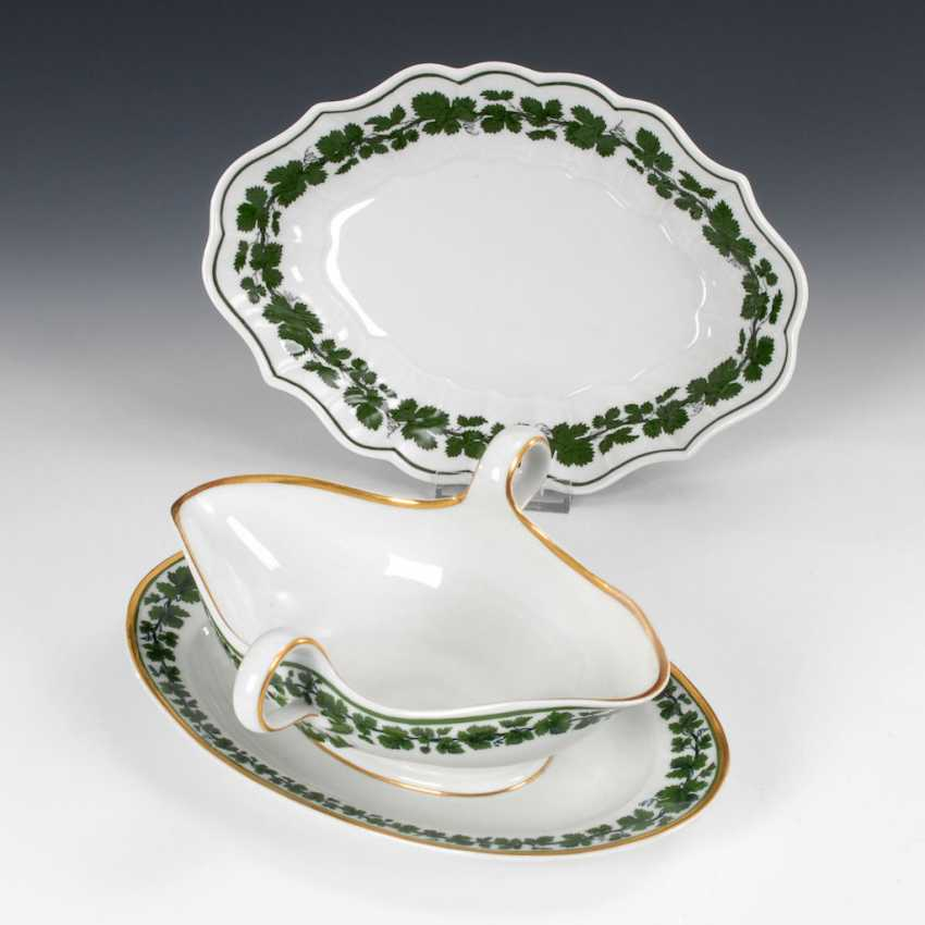 Bowl and gravy boat with vine leaves decor, - photo 1