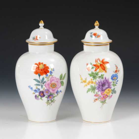 Pair of cover vases with flower painting, MEI - photo 1