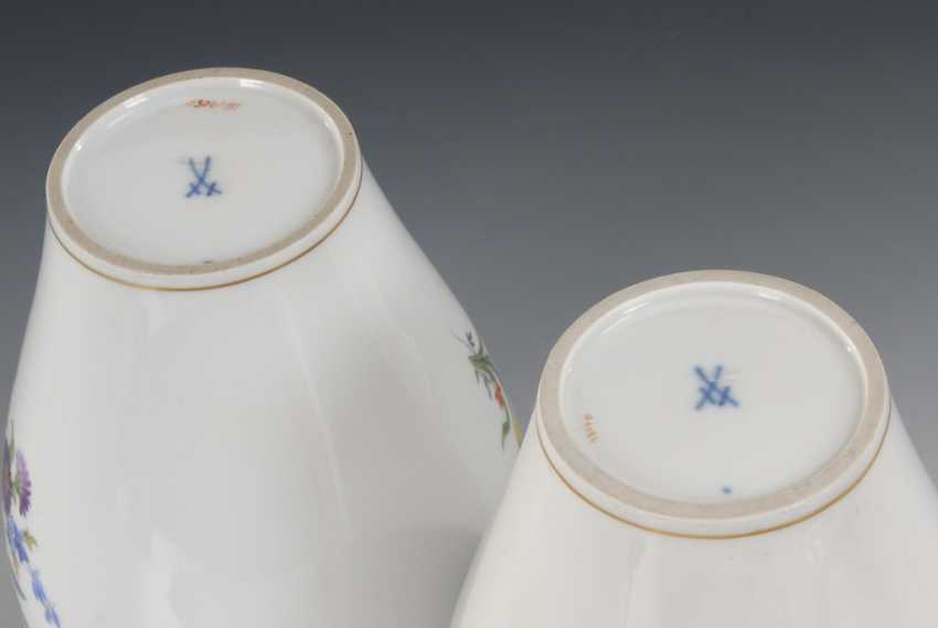 Pair of cover vases with flower painting, MEI - photo 2