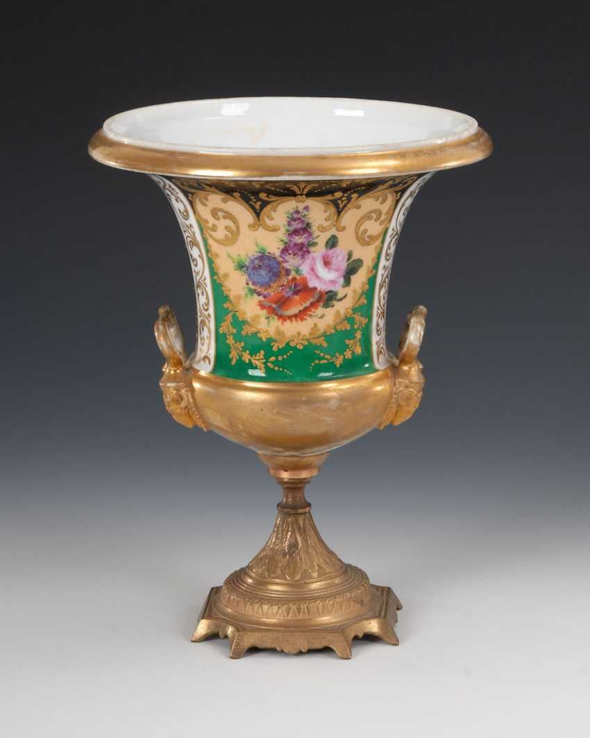 Pictures of vase with Bronzefuß. - photo 3