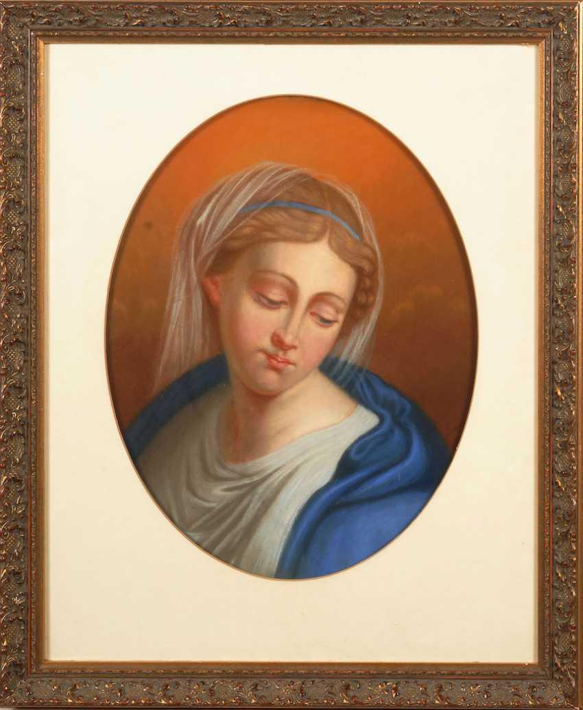 Woman portrait. - photo 2