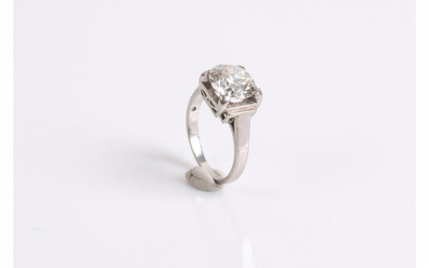 Ring in white gold (750 thousandths) set with a diamond