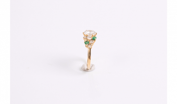 Ring in yellow gold (750 thousandths) set with a diamond