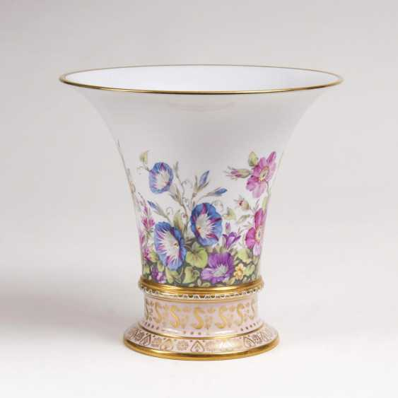 Trumpet vase with flowers painting - photo 1