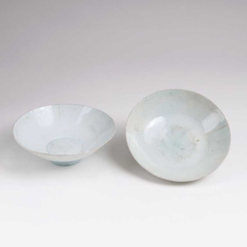 Pair of celadon bowls with Qingbai glaze - photo 1