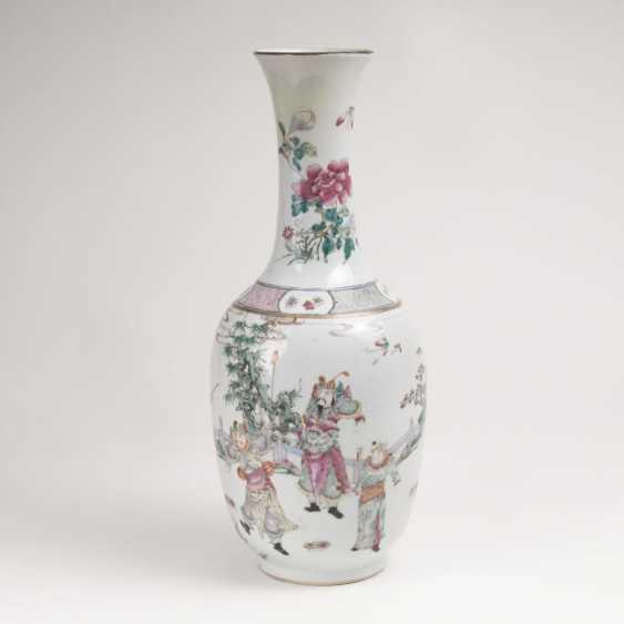 Famille-rose baluster vase with Legend of Mu Guiying - photo 1