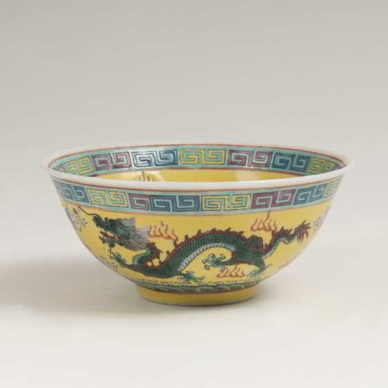 Small bowl with dragon decoration on a yellow fond - photo 1
