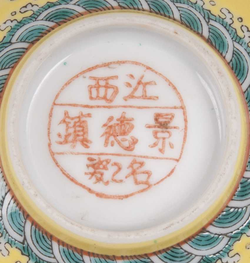 Small bowl with dragon decoration on a yellow fond - photo 3