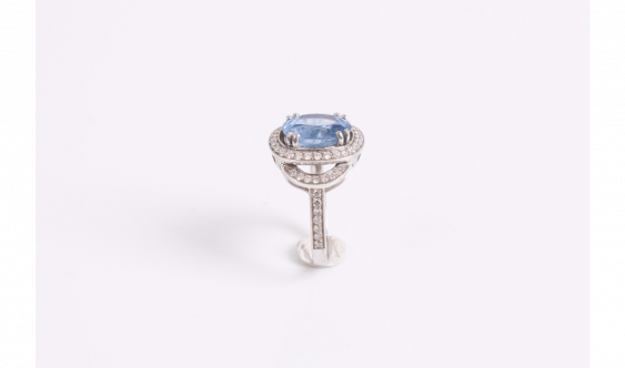Ring in white gold (750 thousandths) set with a sapphire - photo 2