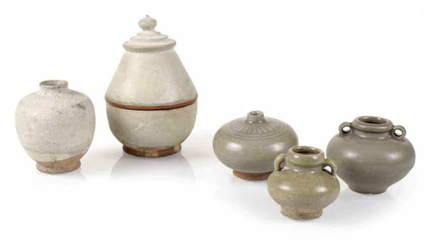 FOUR VASES AND A DECKELGE- - photo 1