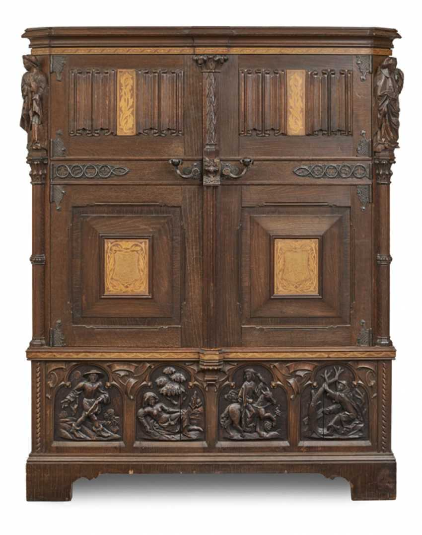 Cabinet Cabinet in the Gothic style - photo 1