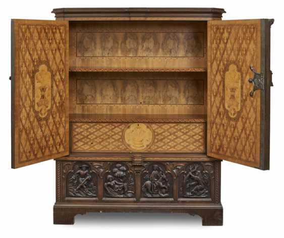 Cabinet Cabinet in the Gothic style - photo 2