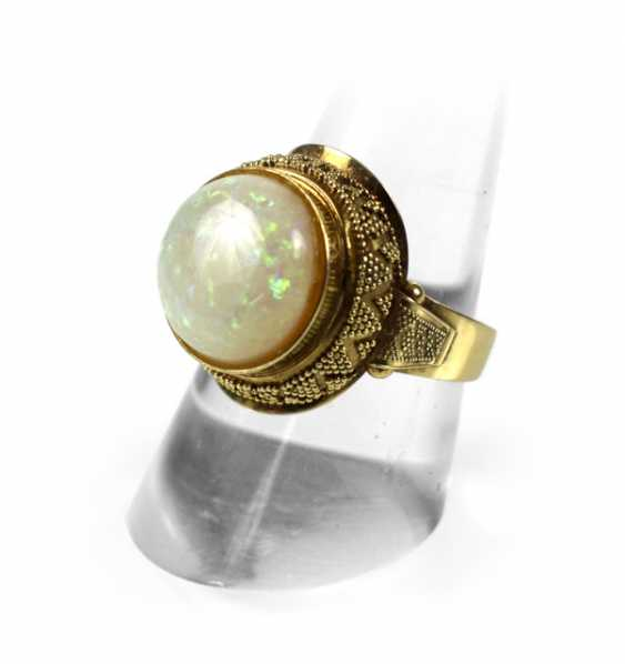 RING WITH WHITE OPAL, 585 yellow gold - photo 1