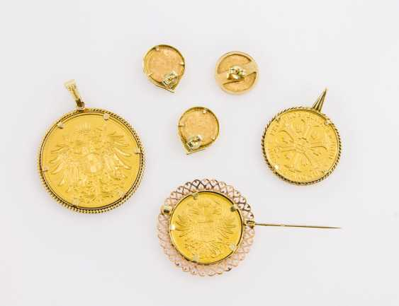 Jewelry collection in the Form of coins and medals made of GOLD - including