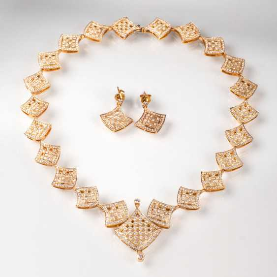 High-carat brilliant-a Demi-Parure with necklace and earrings