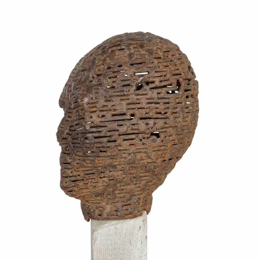 "GOLDANIGA, DARIO (GOL, geb. 1960), ""Small head on Stele"", - photo 6"