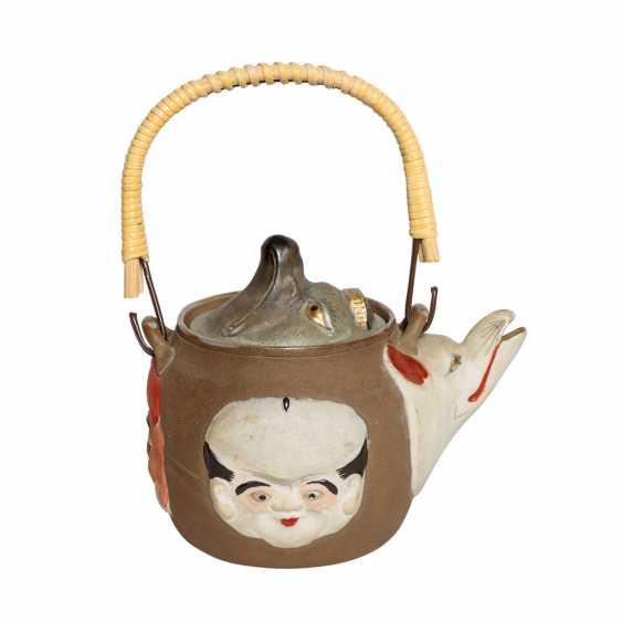 Excellent teapot with porcelain faces. JAPAN, Meiji-period (1868-1912). - photo 1