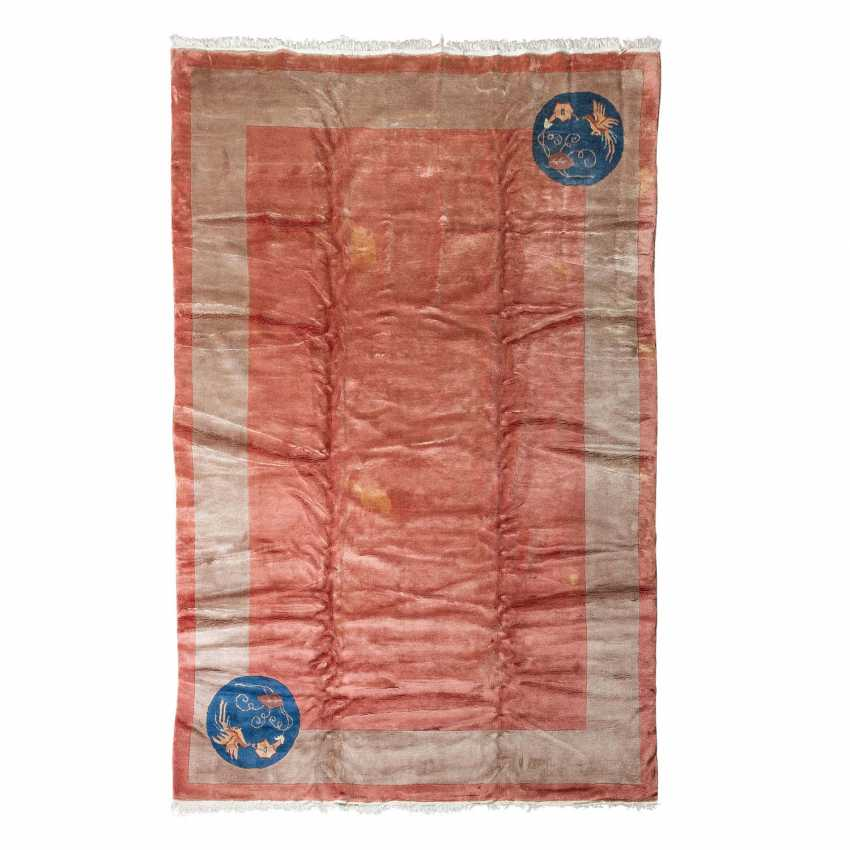 Carpet made of wool. CHINA, 20. Century, 310x203 cm. - photo 1